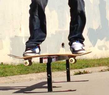 skateboard backside boardslide
