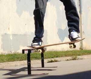 skateboard noseslide